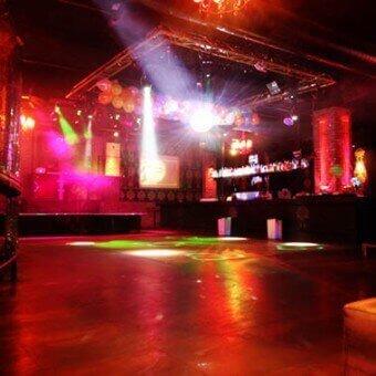 רחבת הריקודים במועדון ה-wall בהרצליה