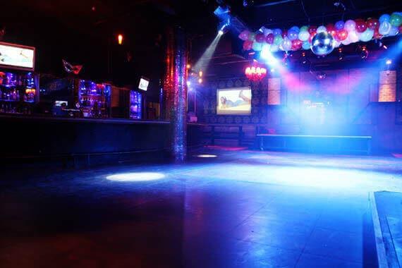 רחבת הריקודים במועדון ה-wall מבית מועדוני מאי קלאבס