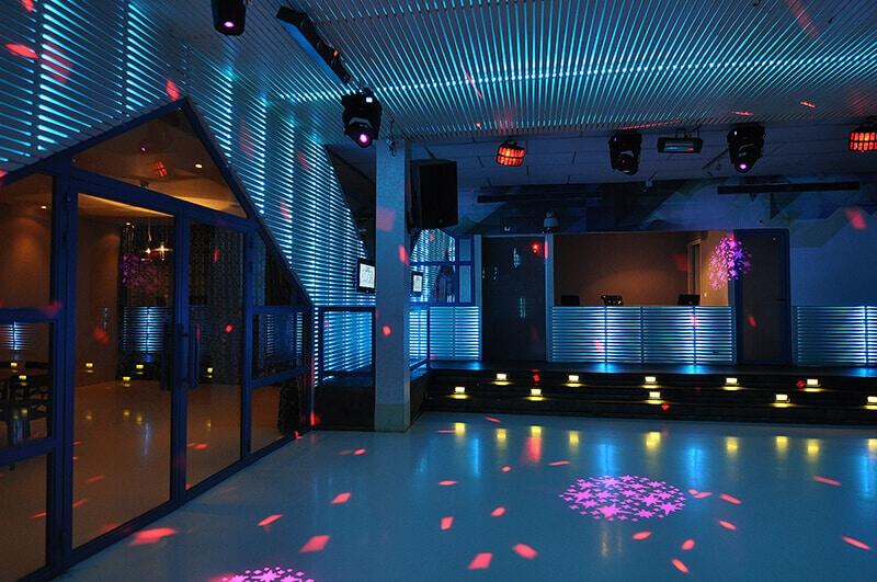 רחבת הריקודים במועדון אלור