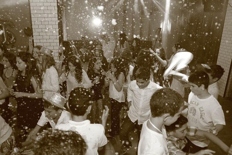 ילדים במועדון של מאי קלאבס