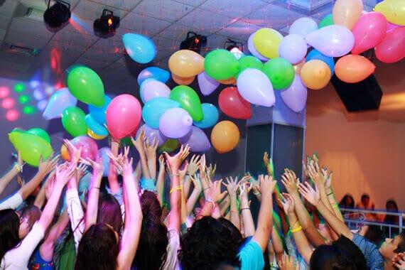 ילדים חוגגים ביום הולדת במועדוני מאי קלאבס